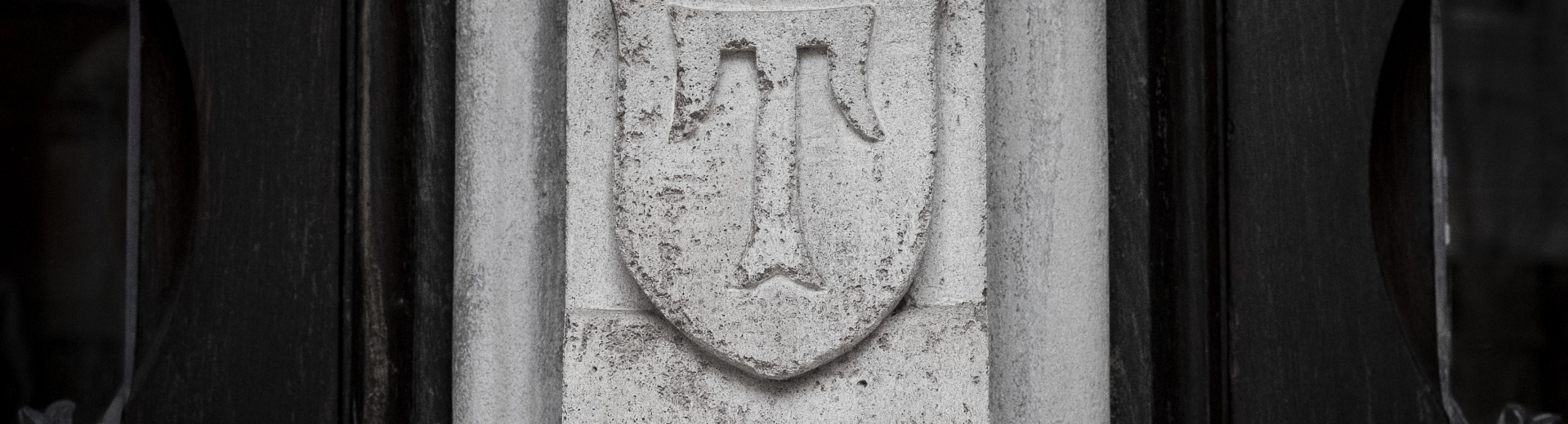 "Historic Temple ""T"" on a stone pillar at Temple University."